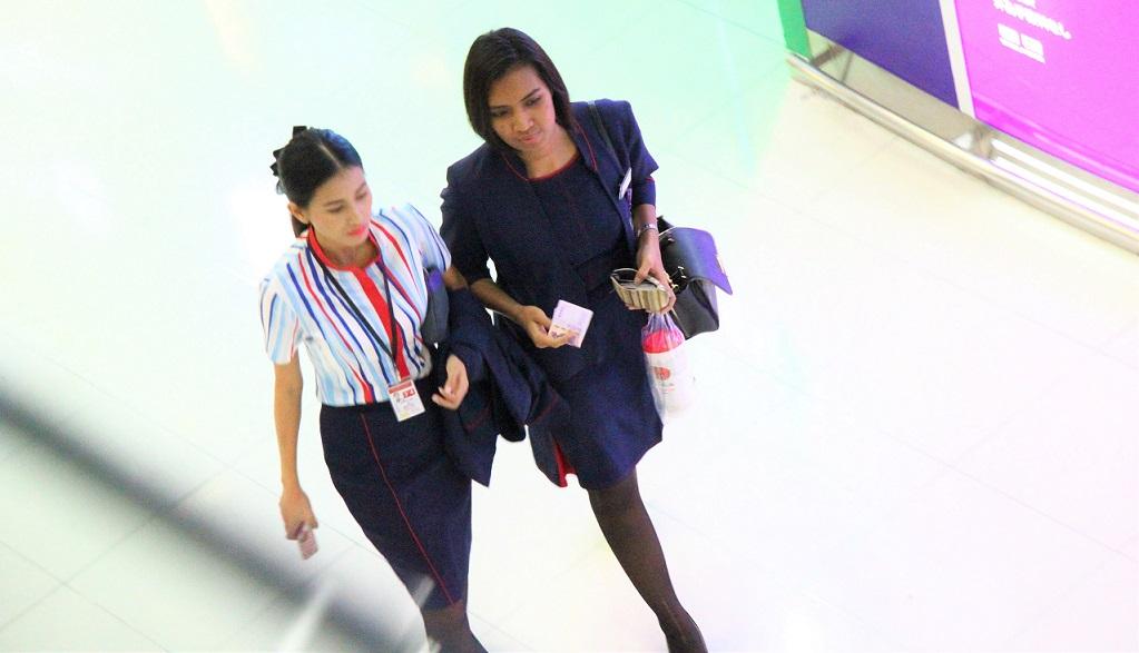 スワンナプーム空港のキャビンアテンダント|タイ旅行