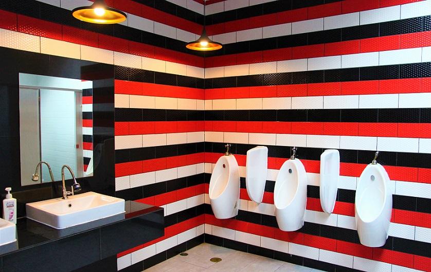留学にも人気 タイの名門チェンマイ大学の芸術学部キャンパスのトイレの写真