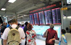 スワンナプーム空港の発着案内板|タイ旅行