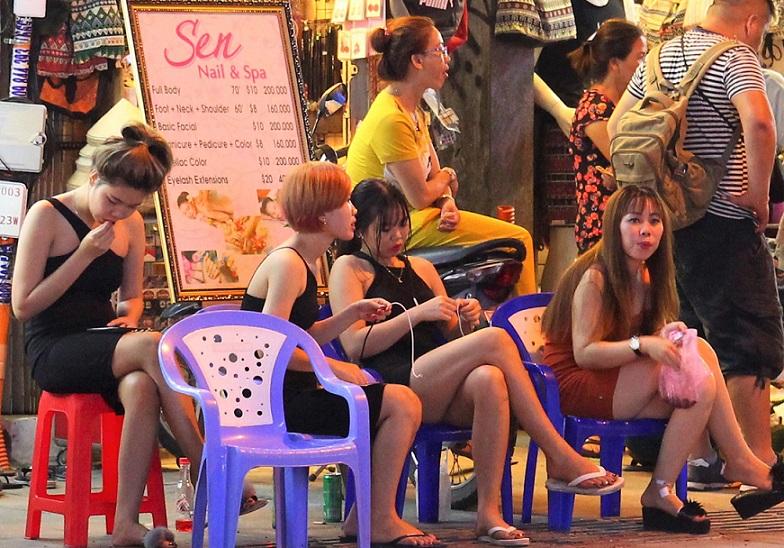 ベトナムのホーチミン最大の夜遊びスポット、ブイヴィエン通りのマッサージ店の料金の価格表の写真