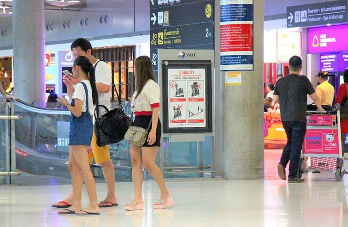 タイっ子はスワンナプーム空港でも半袖半ズボン