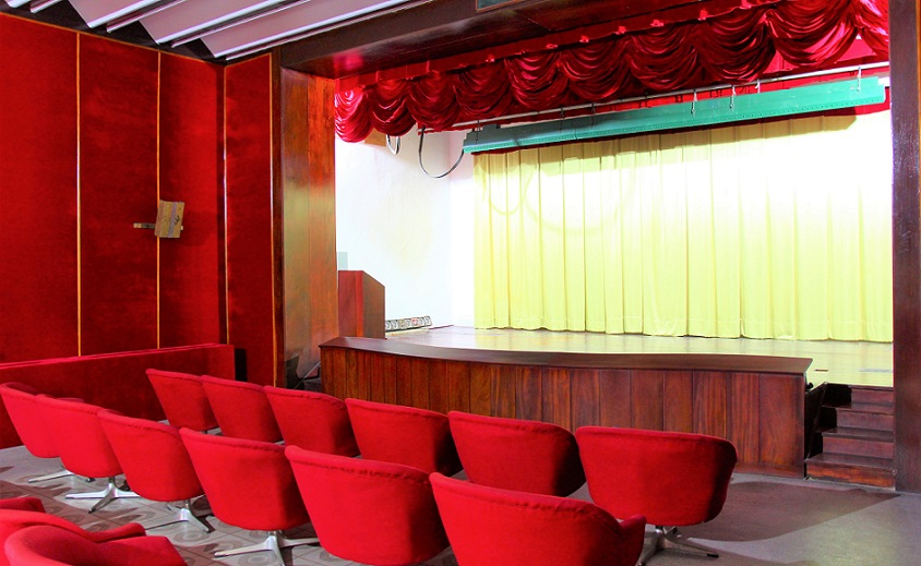 ホーチミン観光では外せない統一会堂の映画館の写真|ベトナム旅行