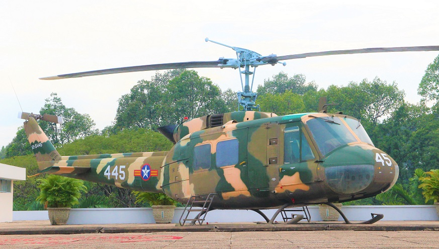 統一会堂の屋上のヘリコプターの写真|ベトナム旅行