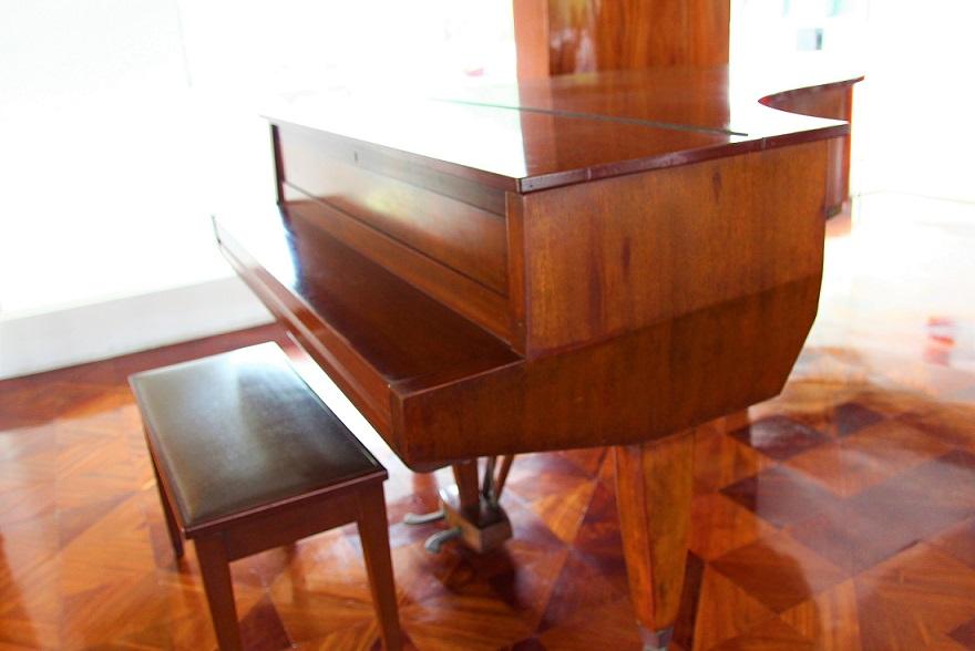 統一会堂のピアノの写真|ホーチミン観光