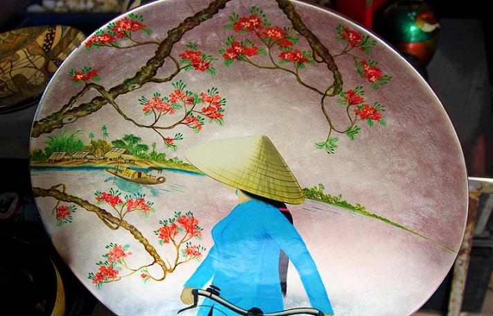 螺鈿細工の工場で販売されているお土産の写真|ベトナム旅行
