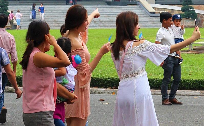 ホーチミン観光では外せない統一会堂で記念写真を撮る|ベトナム旅行