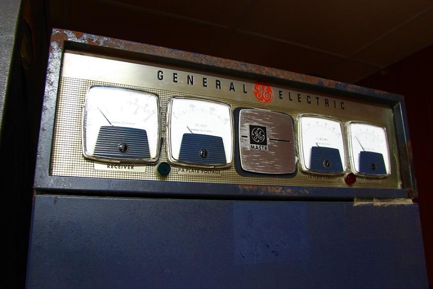 統一会堂の電圧計の写真|ホーチミン観光