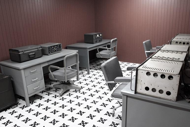 統一会堂の地下に保存されている無線機の写真