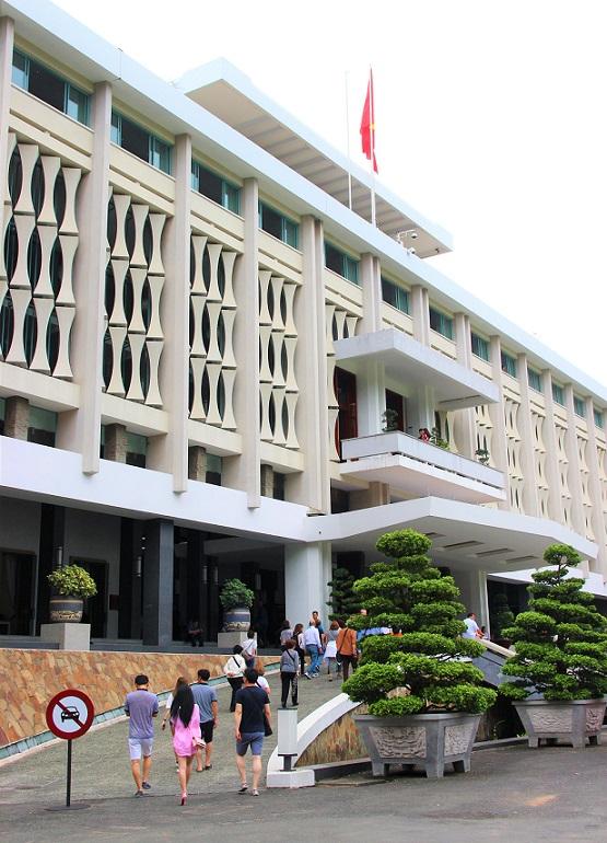 ホーチミンの統一会堂の入り口の写真|ベトナム旅行