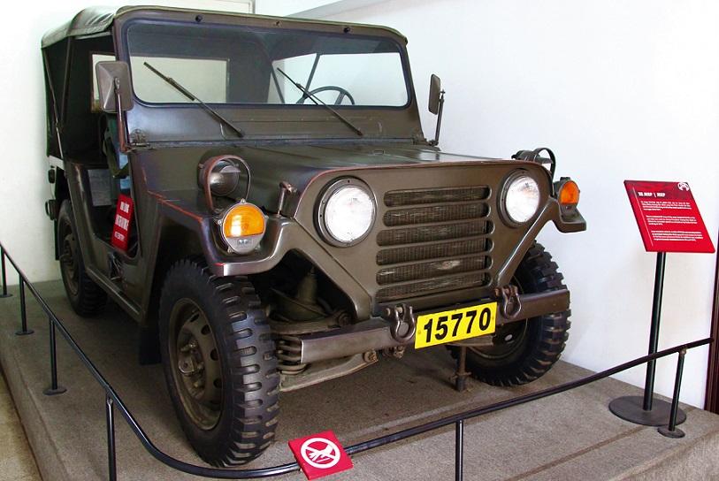統一会堂に展示されている自動車の写真|ベトナム旅行