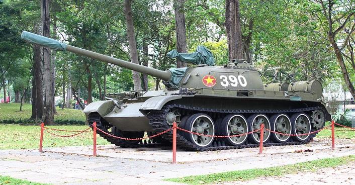 ベトナム旅行の超目玉観光スポット、統一会堂に突っ込んだ戦車の写真|ホーチミン