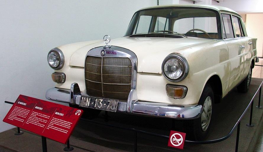 統一会堂の大統領の自動車の写真|ベトナム旅行