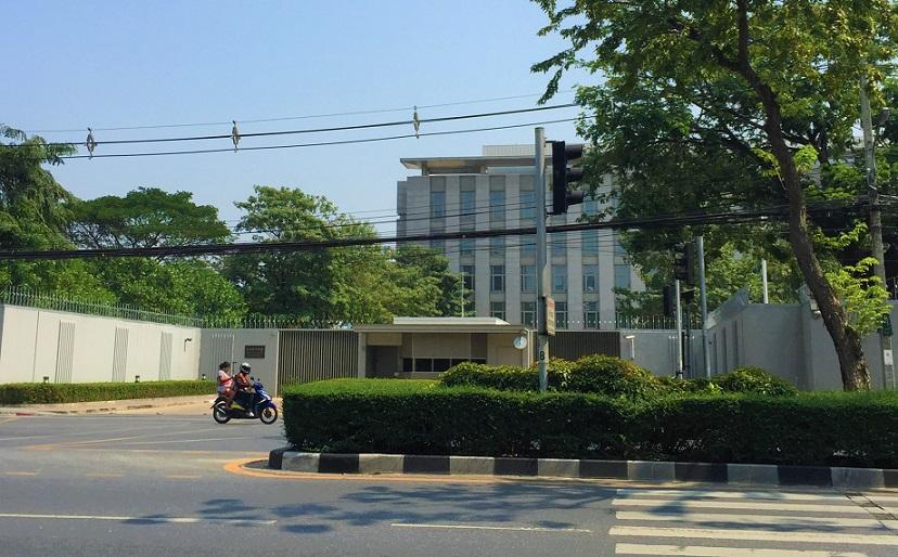 バンコクのお勧めスポット、ルンピ二ー公園の向かいには在タイ日本大使館がある|パスポートの紛失や困り事の際には頼れる存在だ【タイ旅行】
