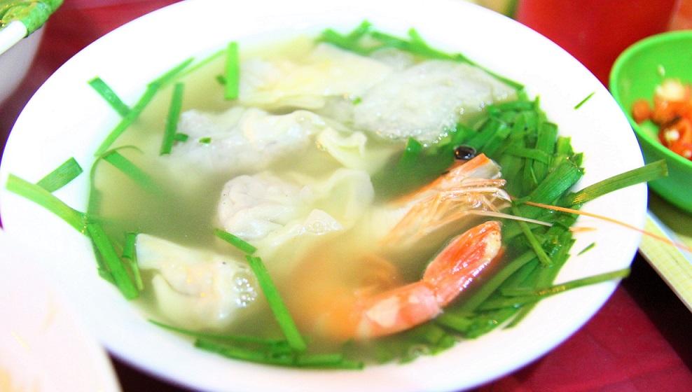 ハノイの名物のフォー|格安で美味しいベトナム料理があちこちで食べられる【ベトナム旅行】