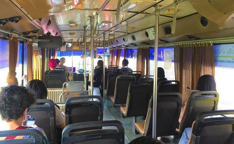 バンコクの名所、ルンピ二ー公園行きのバス|在タイ日本大使館の横なので、大使館にも行けます【タイ旅行】
