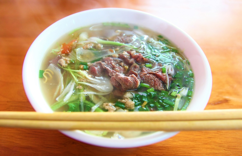 ベトナム料理の代表格、北部名物のフォー|格安で美味しい料理があちこちで食べられる【ベトナム旅行】