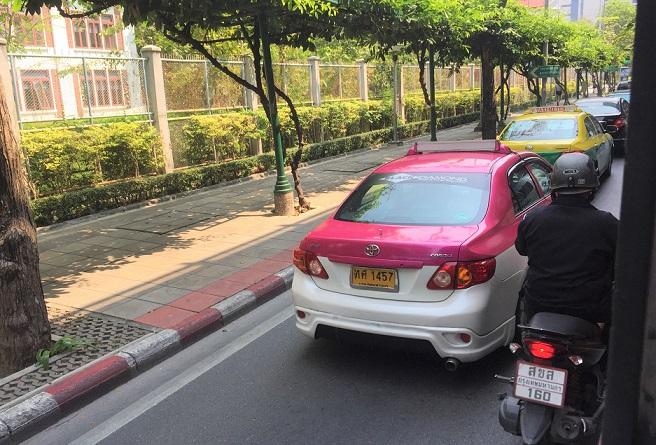 ルンピ二ー公園前はいつも混むので、タクシーもバスもあまり所要時間は変わらない【タイ旅行】