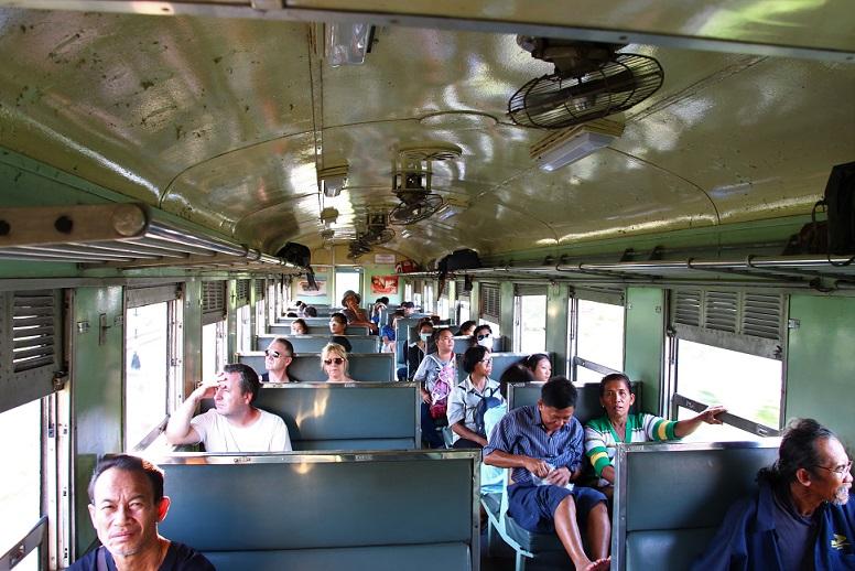 海外列車ファンが旅をする|タイ国鉄で楽しむ|リアルな車窓を見るのは鉄道博物館以上の興奮が!運行状況は事前に確認しよう
