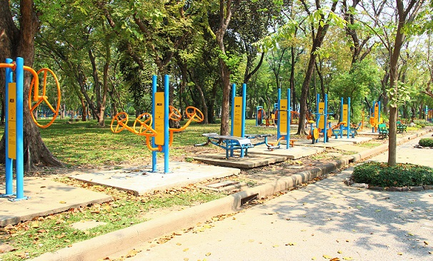 バンコクのお勧めスポット、ルンピ二ー公園の無料で利用できる遊具と内部の写真【タイ旅行】