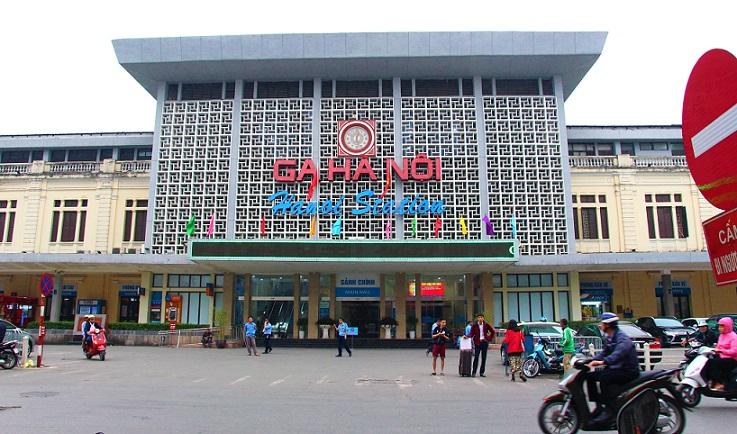 海外旅行で列車の旅で至福のひと時を過ごす!ベトナム統一鉄道首都のハノイ駅の写真
