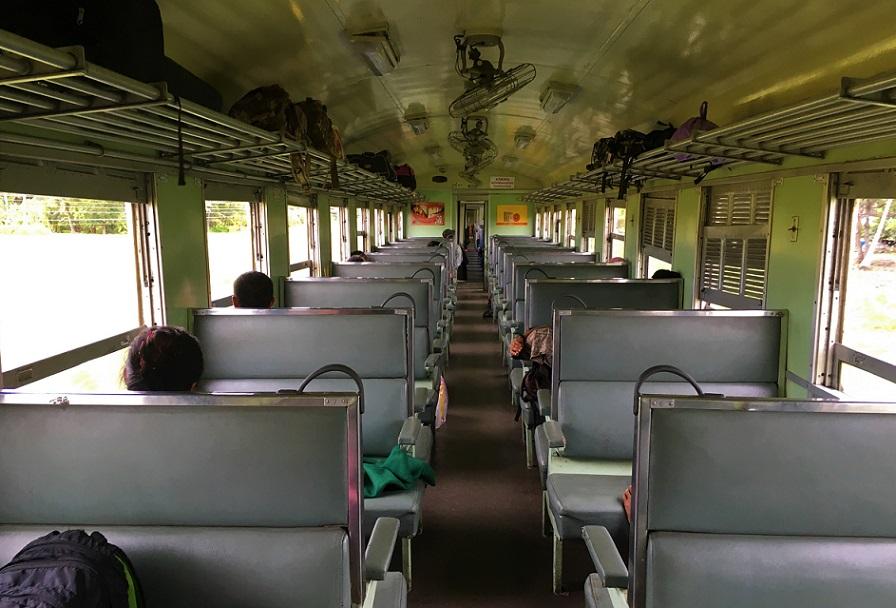 マレー鉄道からタイ国鉄に乗り換えてバンコクまで向かう道中の写真|タイ旅行