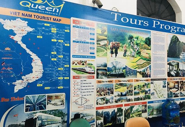 バスの停留所も兼ねる、フエのツアー会社の写真。