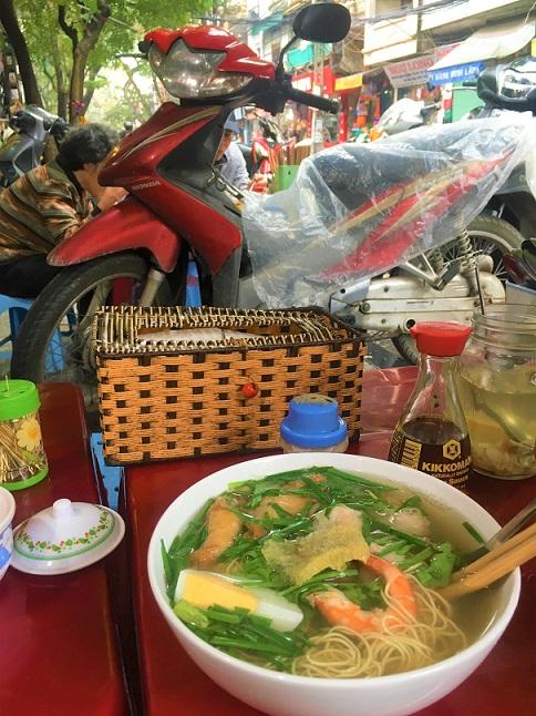 ハノイで一番安くて旨いミーヴァンタン店の海鮮ラーメン|【ベトナム旅行B級グルメ】