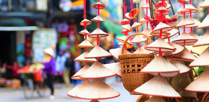 ハノイ旧市街のお土産屋に置いてある小物の写真|ベトナム旅行
