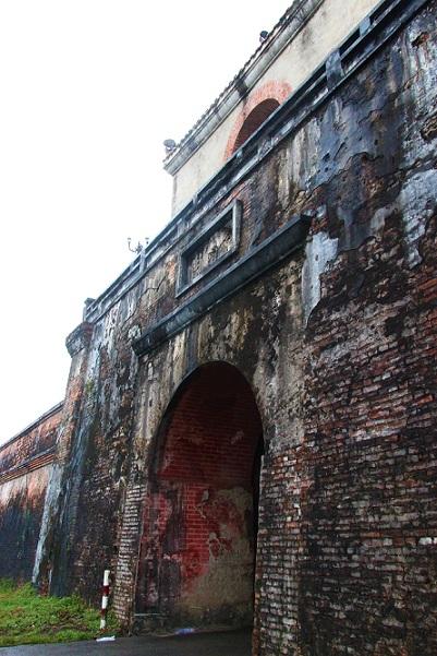 世界遺産フエの王宮へと続く城門Cửa NGĂNクーガンを入る
