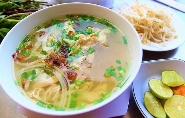 ベトナム料理の代表グルメ、フォーの名店フォークインの料理の写真。