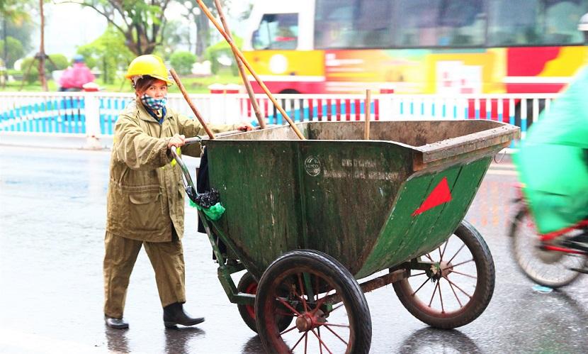 フエでごみ収集の仕事をするベトナム人女性が微笑みかけてくれた|ベトナム旅行
