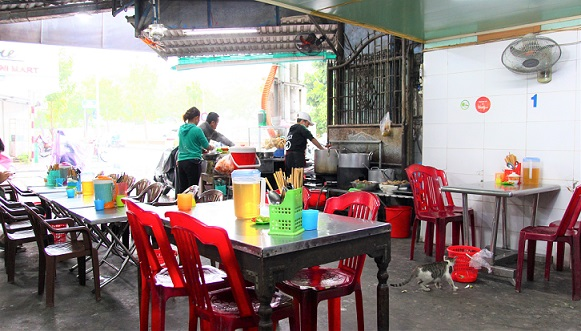 フエの美味くて安い食堂の写真