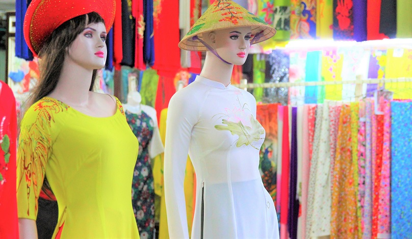フエでべトナムの民族衣装のアオザイを売る店|ベトナム旅行