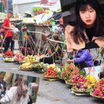 ハノイ旧市街ドンスアン市場の場外売り場の写真