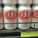 スーパーに並んでいる18000ドンのベトナムの333ビールの写真