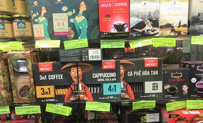 フエのスーパーマーケットの店頭に並んでいるインスタントコーヒーの写真