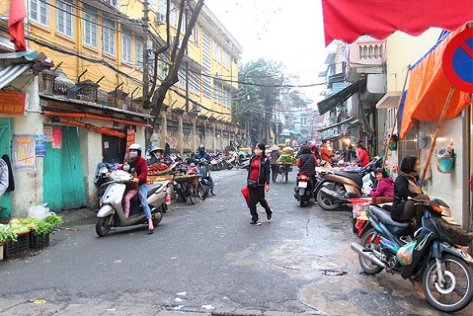 ハノイ旧市街のカオタン通りの写真