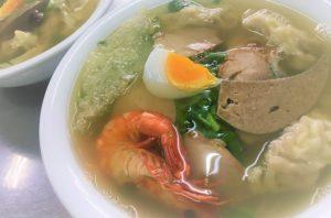 ベトナムのハノイ福建麺屋で食べる超絶美味いワンタン麺の写真