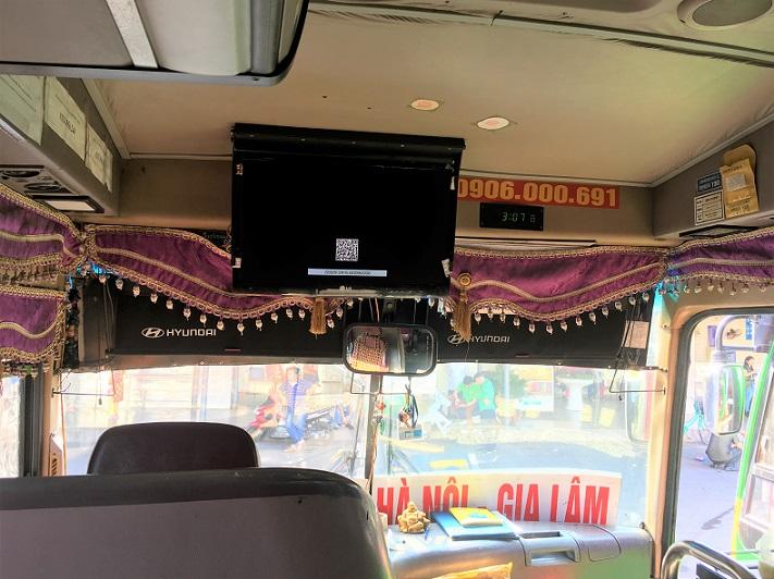 ハノイのザーラムバスターミナルからハロン湾行きの長距離バスの車内の写真